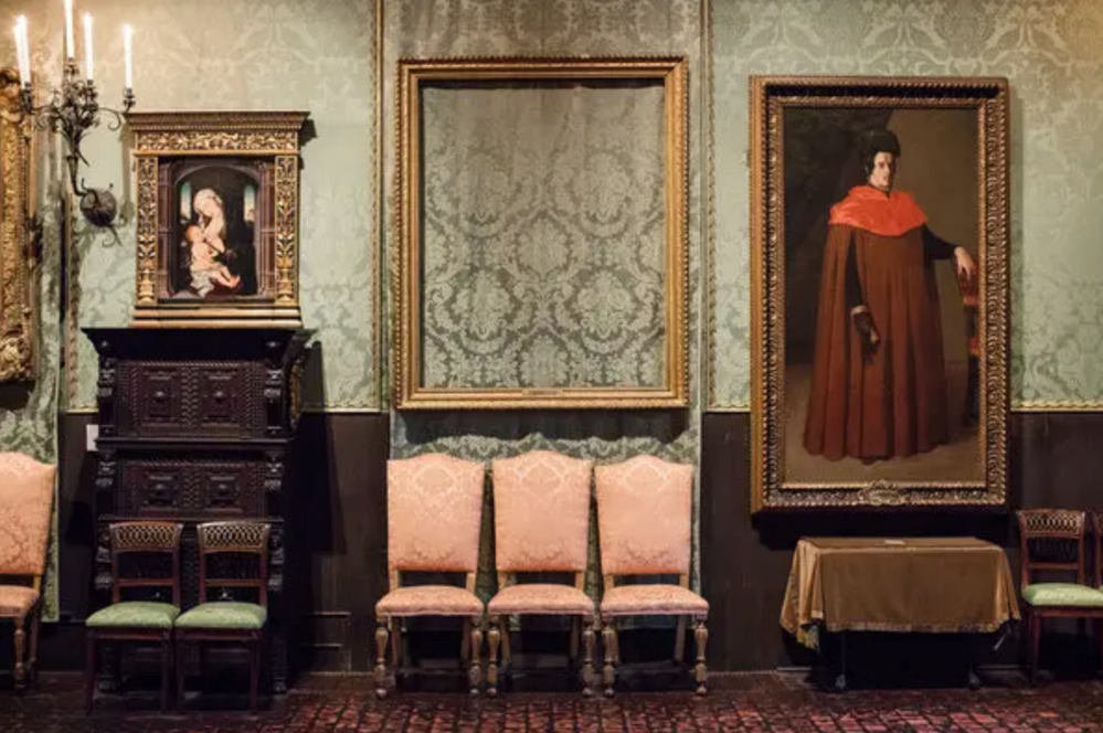 Empty_Frames_at_Isabella_Stewart_Gardner_Museum.png